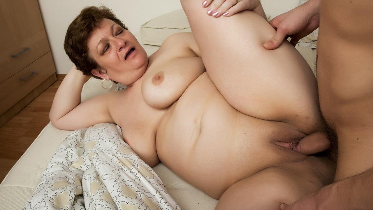 Carlita Johnson Porn Pics chubby granny gets a cock in her ass - fapcat